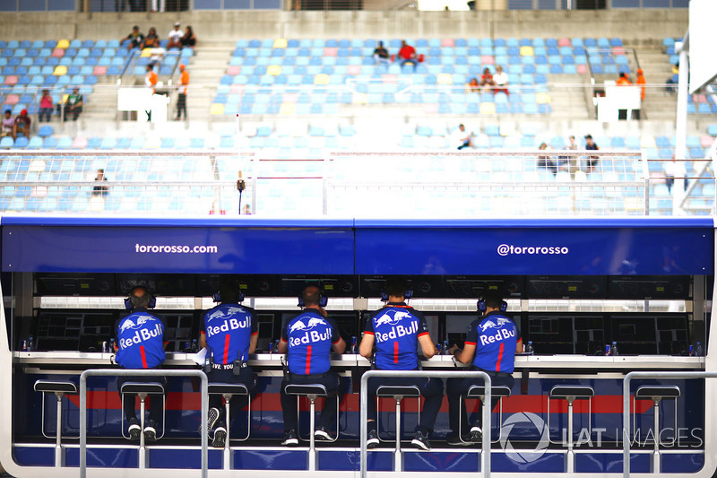 Toro Rosso pit wall