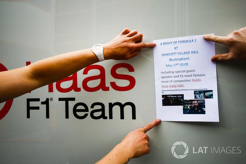 Объявление о вечере в Букингеме в команде Haas