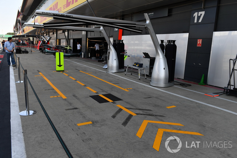 Le stand Mercedes AMG F1