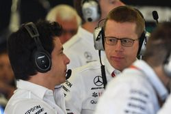 Toto Wolff, Mercedes AMG F1 y Andy Cowell, director ejecutivo de Mercedes AMG High Performance Powertrains