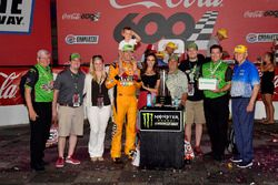 Il vincitore della gara Kyle Busch, Joe Gibbs Racing, Toyota Camry M&M's Red White & Blue