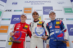 Rookie Podium: Winner Enaam Ahmed, Hitech Bullfrog GP Dallara F317 - Mercedes-Benz, second place Mar