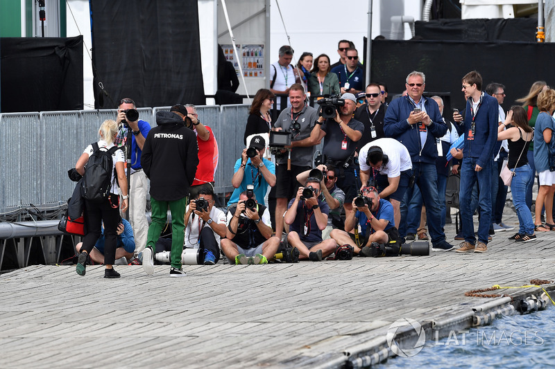 Lewis Hamilton, Mercedes-AMG F1 and photographers