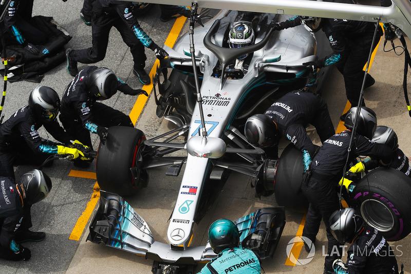 Valtteri Bottas, Mercedes AMG F1 W09, hace un pit stop
