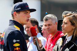 Max Verstappen, Red Bull Racing, con los medios