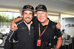 Fernando Alonso, McLaren celebrates his 300th GP with Steven Tee, LAT Photographer