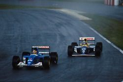 Mark Blundell, Ligier JS39 devant Damon Hill, Williams FW 15C