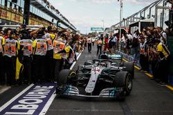 Lewis Hamilton, Mercedes-AMG F1 W09 EQ Power+ dans le Parc Fermé