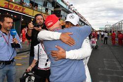 Polesitter Lewis Hamilton, Mercedes-AMG F1 met Niki Lauda, Mercedes AMG F1