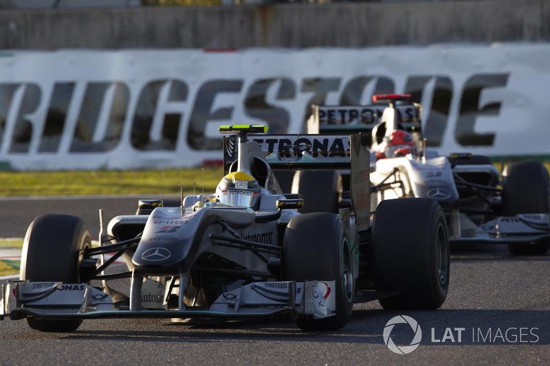 Nico Rosberg y Michael Schumacher, Mercedes GP W01 (2010)
