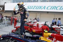 Sebastian Vettel, Red Bull Racing pole pozisyonunu kutluyor