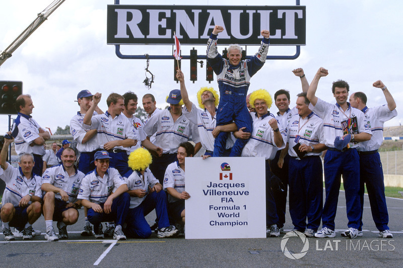 Le Champion du monde Jacques Villeneuve et son équipe Williams