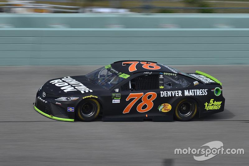 Martin Truex Jr Furniture Row Racing Toyota Bei Nascar Test In