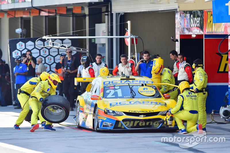 Thiago Camilo retardou seu pit stop, mas a estratégia não surtiu efeito. Ele terminaria em 14º lugar.
