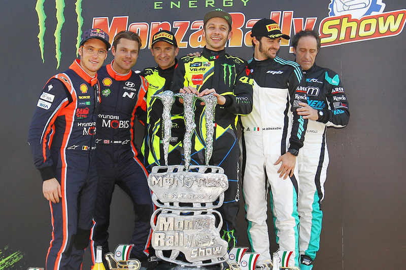 Winnaars Valentino Rossi, Carlo Cassina, Ford Fiesta WRC, tweede plaats Andreas Mikkelsen, Thierry Neuville, Hyundai NG i20 WRC, derde plaats Marco Bonanomi, Gigi Pirollo, Citroën DS3 WRC