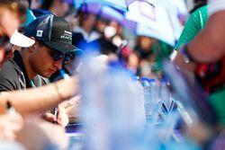 Mitch Evans, Jaguar Racing, alla sessione autografi