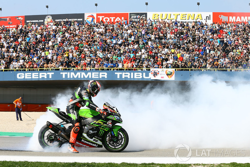 Il vincitore della gara Tom Sykes, Kawasaki Racing