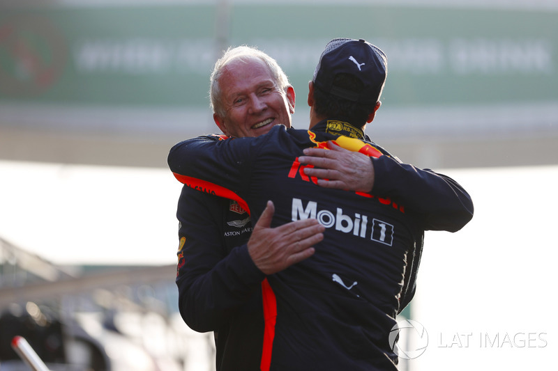 Helmut Markko, Consultant, Red Bull Racing, hugs race winner Daniel Ricciardo, Red Bull Racing