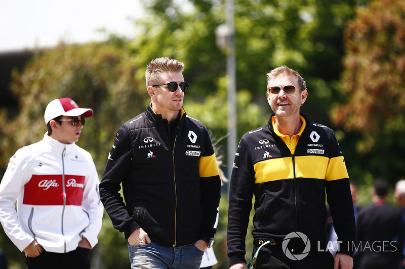 Nico Hulkenberg, Renault Sport F1 Team, walks into the track ahead of Charles Leclerc, Sauber