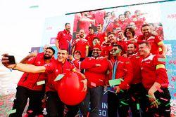 Podyum: Yarış galibi Felix Rosenqvist, Mahindra Racing, Dilbagh Gill, CEO, Takım patronu, Mahindra R