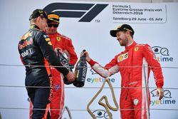 Max Verstappen, Red Bull Racing, Sebastian Vettel, Ferrari en Kimi Raikkonen, Ferrari op het podium