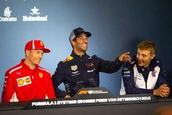 Kimi Raikkonen, Ferrari, Daniel Ricciardo, Red Bull Racing e Sergey Sirotkin, Williams, nella conferenza stampa del giovedì