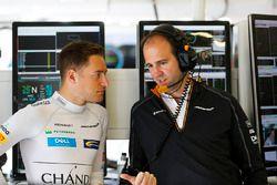 Stoffel Vandoorne, McLaren, with Tom Stallard, Race Engineer, McLaren