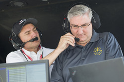 Tim Cindric with Indiana Governor Eric Holcomb, Team Penske Chevrolet