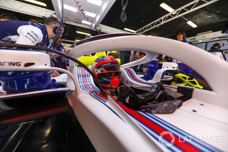 Robert Kubica, Williams FW41, in the garage