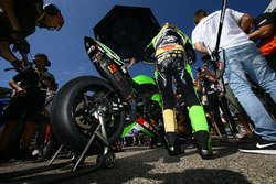 Akrapovic on Kenan Sofuoglu, Kawasaki Puccetti Racing bike