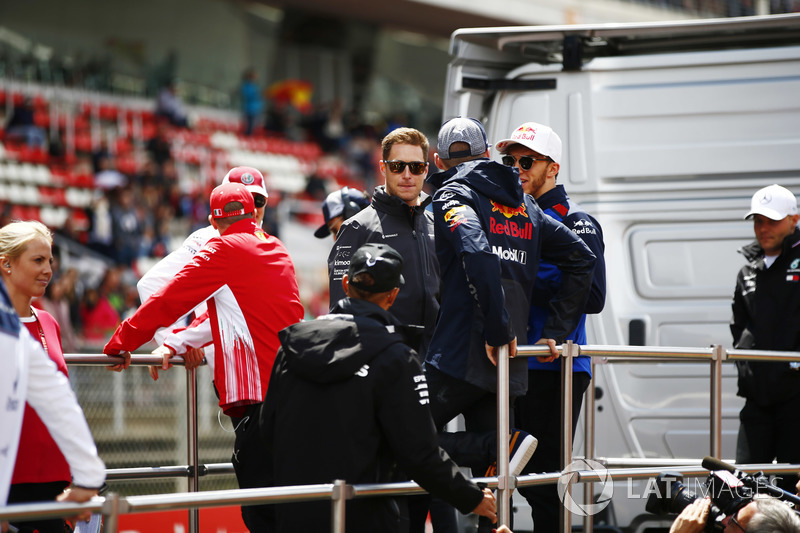 Kimi Raikkonen, Ferrari, Marcus Ericsson, Sauber, Lewis Hamilton, Mercedes AMG F1, Stoffel Vandoorne, McLaren, Max Verstappen, Red Bull Racing, Pierre Gasly, Toro Rosso, and Valtteri Bottas, Mercedes AMG F1, on the drivers' parade