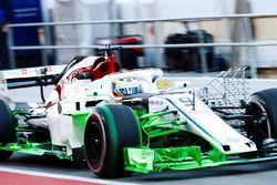 Marcus Ericsson, Sauber C37, carries green flo viz paint