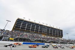 Kevin Harvick, Stewart-Haas Racing, Jimmy John's Ford Fusion and Daniel Suarez, Joe Gibbs Racing, ARRIS Toyota Camry