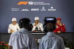 Valtteri Bottas, Mercedes-AMG F1 W09, Lewis Hamilton, Mercedes-AMG F1 e Kimi Raikkonen, Ferrari, nella conferenza stampa