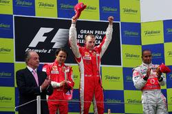 Podio: Rey Juan Carlos de España, ganador de la carrera Kimi Raikkonen, Ferrari, segundo lugar Felip