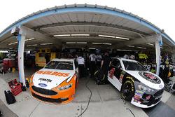 Ryan Blaney, Team Penske, Ford Fusion Devilbiss Kevin Harvick, Stewart-Haas Racing, Ford Fusion Jimmy John's