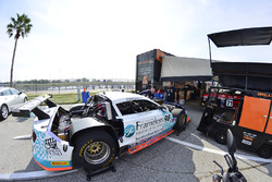 Equipos de trabajo en el #98 TA Ford Mustang: Ernie Francis Jr. of Breathless Pro Racing