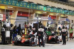 #8 Toyota Gazoo Racing Toyota TS050-Hybrid: Sébastien Buemi, Anthony Davidson, Kazuki Nakajima, #7 T