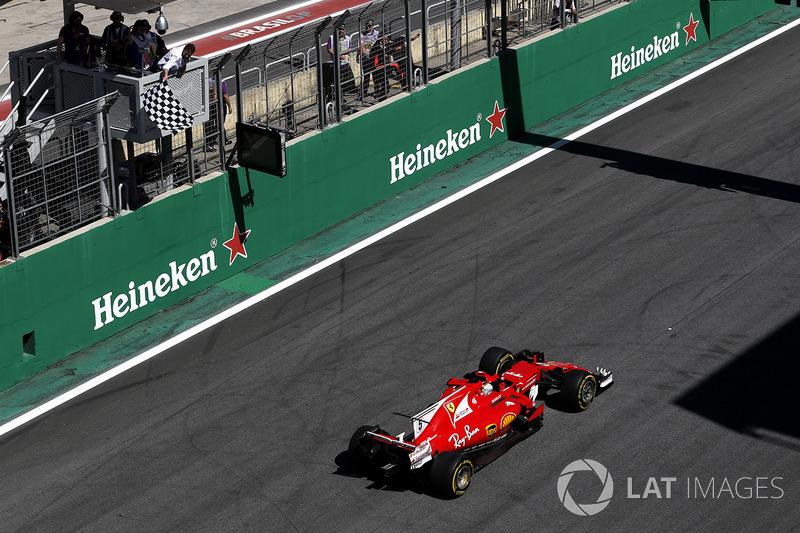 Damalı bayrak: Yarış galibi Sebastian Vettel, Ferrari SF70H