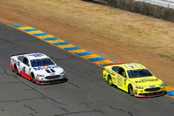 Paul Menard, Wood Brothers Racing, Ford Fusion Menards / Richmond and Kevin Harvick, Stewart-Haas Racing, Ford Fusion Mobil 1