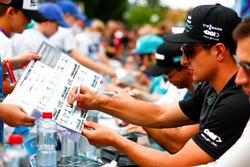 Mitch Evans, Jaguar Racing, firma autografi ai tifosi