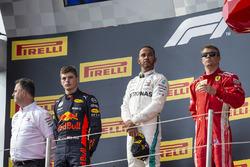 Ron Meadows, Mercedes AMG F1 Team Manager, Max Verstappen, Red Bull Racing, Lewis Hamilton, Mercedes-AMG F1 and Kimi Raikkonen, Ferrari on the podium