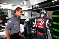 Guenther Steiner Director del equipo, Haas F1, y Romain Grosjean, Haas F1 Team