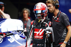 Romain Grosjean, Haas F1 Team, walks back into the pits after a crash