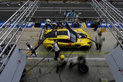 #63 Corvette Racing Chevrolet Corvette C7.R: Jan Magnussen, Antonio Garcia, Mike Rockenfeller, pit stop