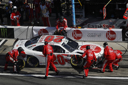 Christopher Bell, Joe Gibbs Racing, Rheem Toyota Camry, pit stop, incidente
