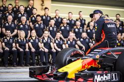Max Verstappen, Red Bull Racing à la photo d'équipe