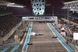 Race winner Valtteri Bottas, Mercedes-Benz F1 W08 and Lewis Hamilton, Mercedes-Benz F1 W08 perform