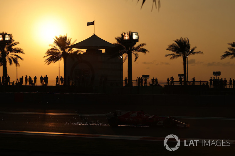 Sebastian Vettel, Ferrari SF70H saca chispas