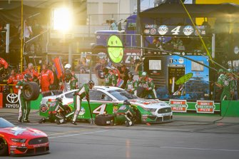 Kevin Harvick, Stewart-Haas Racing, Ford Mustang Hunt Brothers Pizza makes a pit stop, Sunoco
